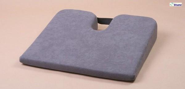 Comfortkeilkissen mit Steißbeinausschnitt